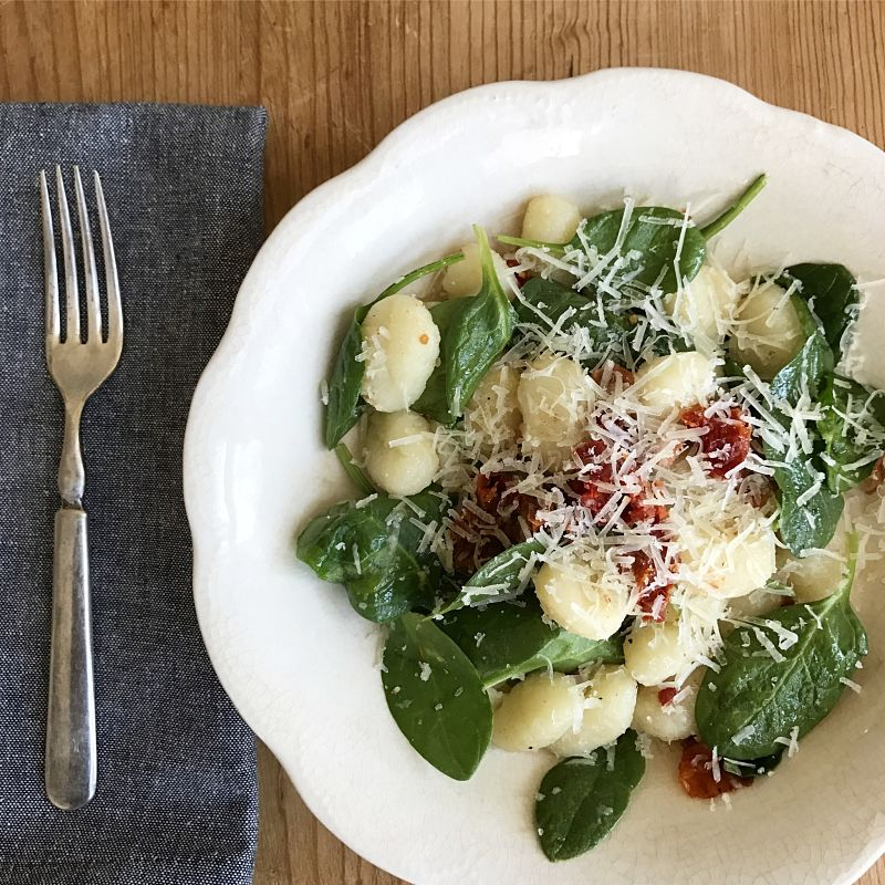 easy gnocchi with sun dried tomatoes, spinach and bacon